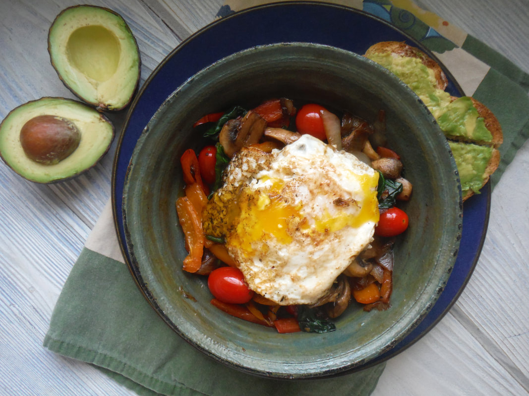 Veggie breakfast bowl with egg